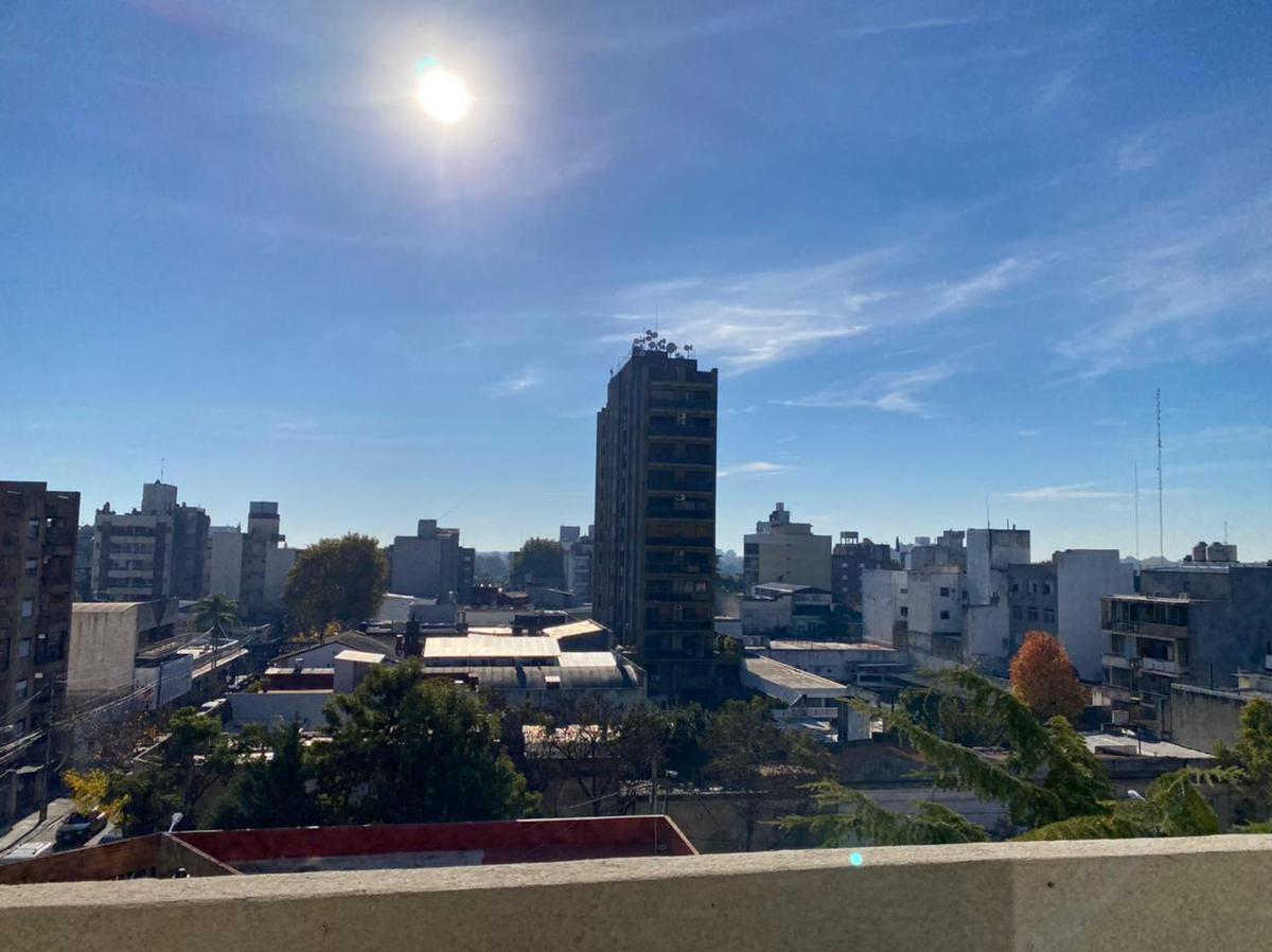 Foto Departamento en Venta en  S.Fer.-Vias/Centro,  San Fernando  Quirno Costa al 1300 - Oportunidad!