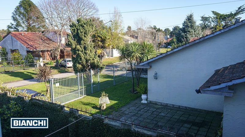 Foto Casa en Venta en  Caisamar,  Mar Del Plata  Daireaux 2015 - Caisamar - Mar del Plata