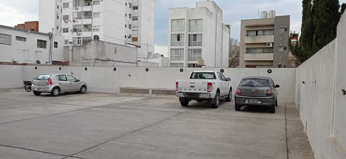 Foto Cochera en Venta en  La Plata,  La Plata  COCHERA en calle 57 17 y 18