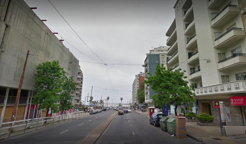 Foto Local en Alquiler en  Pocitos ,  Montevideo  LOCAL COMERCIAL PLENO POCITOS