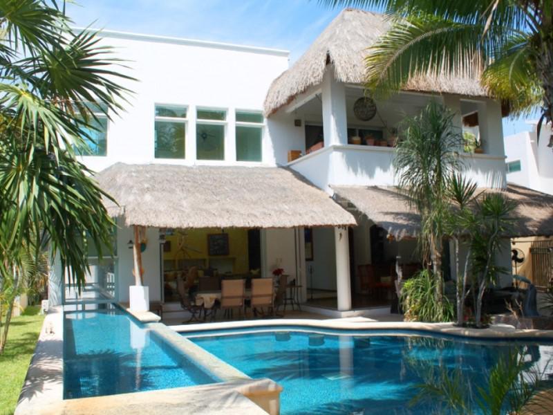 Foto Casa en Venta en  Villa Magna,  Cancún  CASA EN VENTA EN CANCUN EN RESIDENCIAL VILLA MAGNA