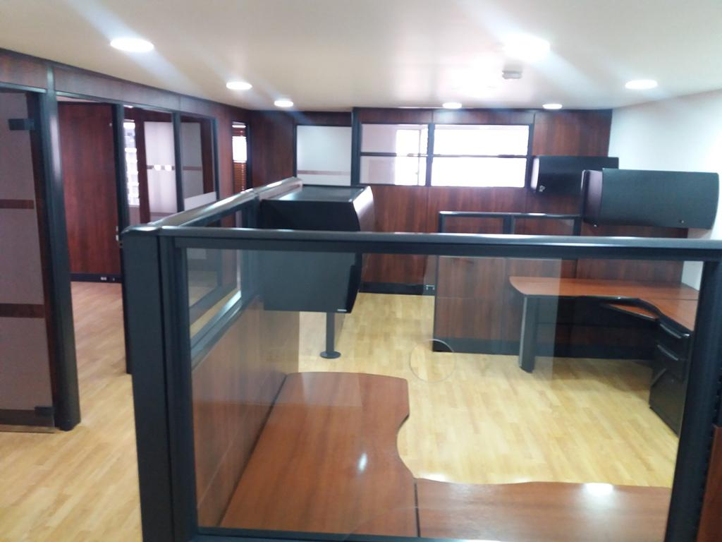 Foto Oficina en Alquiler en  Centro Norte,  Quito  Amplia oficina en alquiler, reconocido edifico, sector El Batán