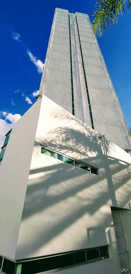 Foto Departamento en Venta en  Lomas de Gran Jardín,  León  Depa en VENTA AMUEBLADO en Torre Miró, Lomas de Gran Jardín 2 recámaras, sauna, jacuzzi, súper nice!!!