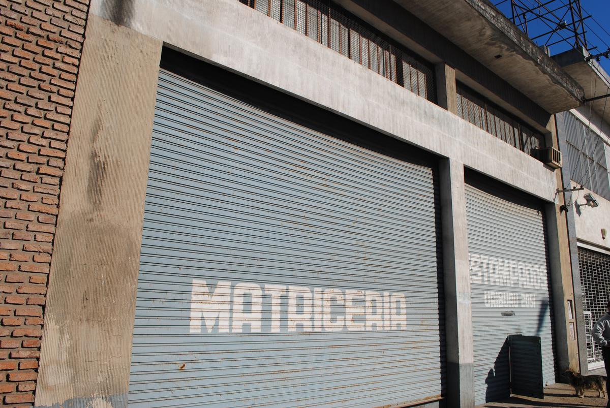 Foto Galpón en Alquiler en  Tiro Suizo,  Rosario  Uriburu al 2000