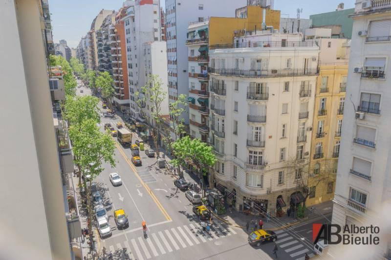Foto Departamento en Venta en  Recoleta ,  Capital Federal  Av. Pueyrredón 1480 piso 8°