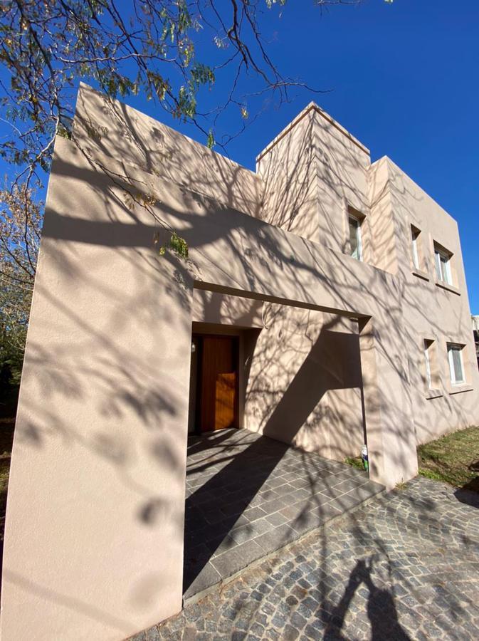 Foto Casa en Venta en  Fincas de Hudson,  Countries/B.Cerrado (Berazategui)  Casa en venta Fincas de Hudson