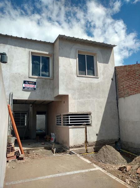 Foto Casa en Venta en  Cipolletti,  General Roca  BUENOS AIRES al 2000