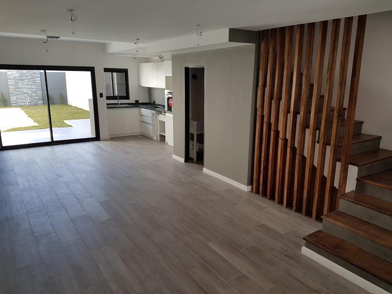 Foto Casa en Venta en  Olivos,  Vicente Lopez  Sarmiento al 3900
