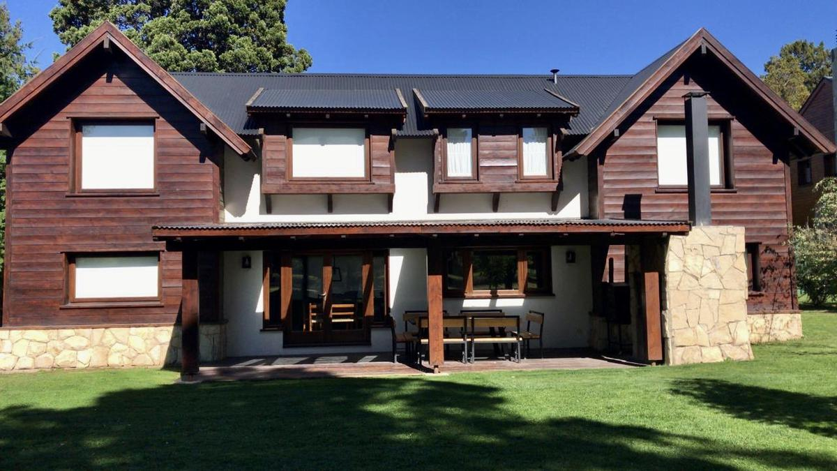 Foto Casa en Alquiler temporario en  Arelauquen,  Bariloche  Casa sobre cancha de golf Arelauquen