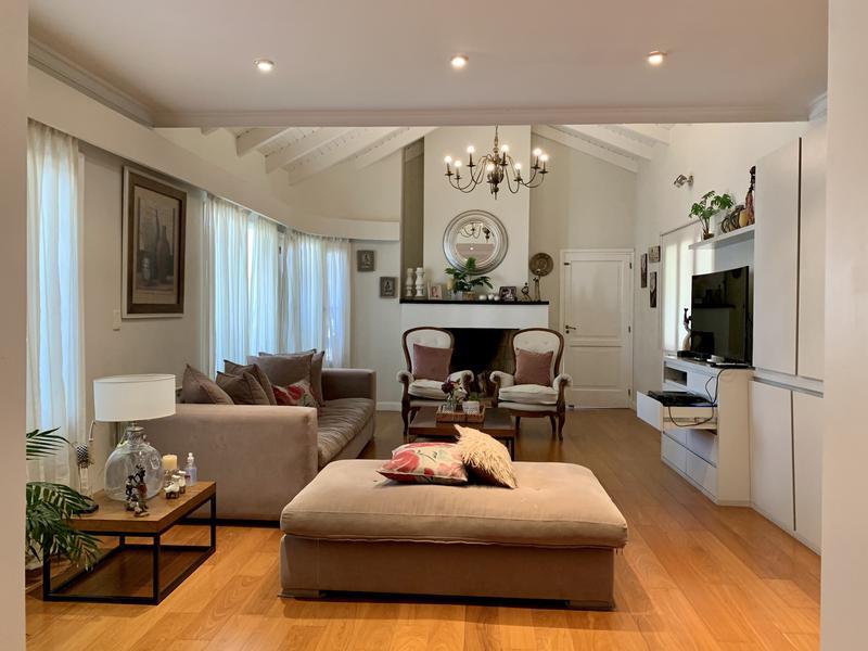 Foto Casa en Venta en  Tejas del Sur,  Cordoba Capital  Casa de 4 dormitorios en venta en Tejas del Sur. Con pileta.