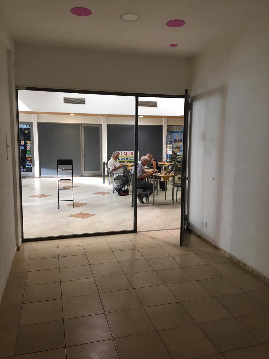 Foto Local en Alquiler en  Centro,  Rosario  Mitre 960