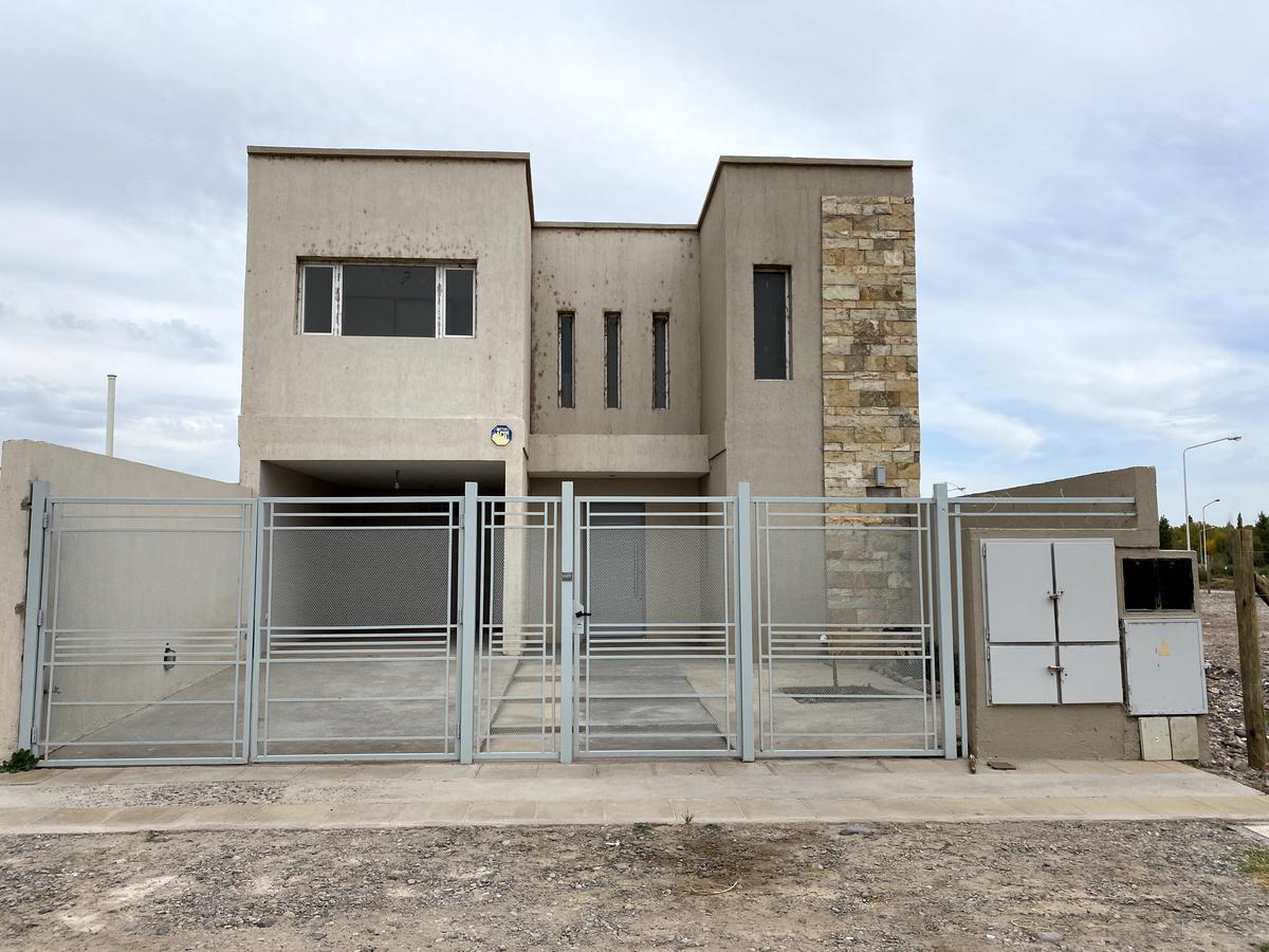 Foto Casa en Alquiler en  Neuquen,  Confluencia  Julieta Lantieri al 3200