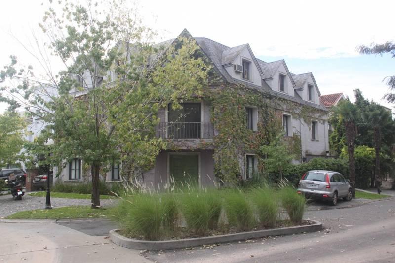 Foto Casa en Alquiler en  Punta Chica,  San Fernando  Barrio Punta Chica Village, Escalada N° 3560.