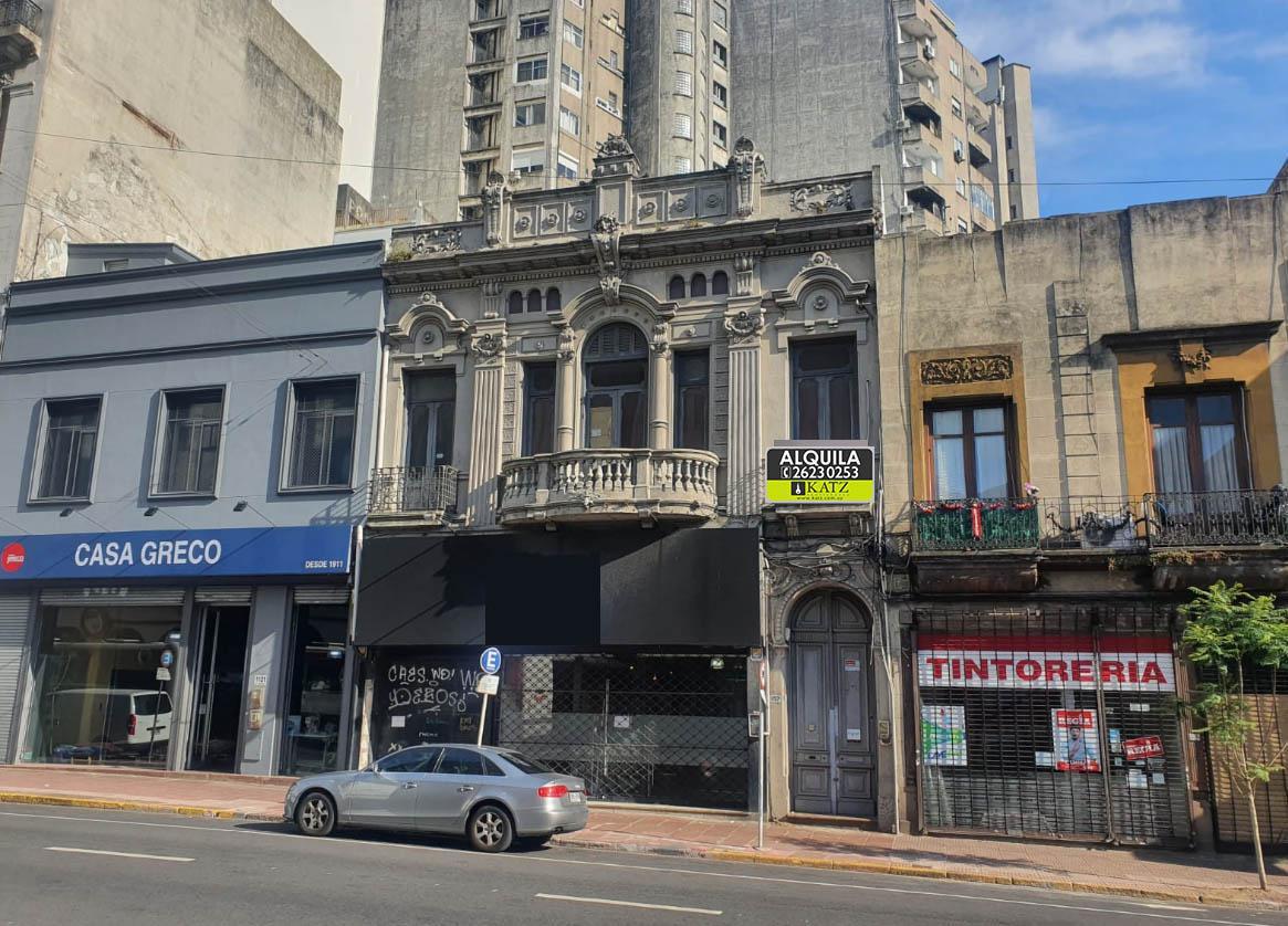 Foto Casa en Alquiler en  Centro (Montevideo),  Montevideo   Av Uruguay  casi Libertador  planta alta