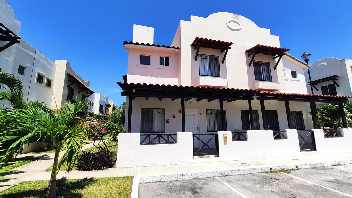Foto Casa en Venta en  Real Ibiza,  Solidaridad  CASA DE 3 REC. EN PRIVADA CON ALBERCA Y SEGURIDAD