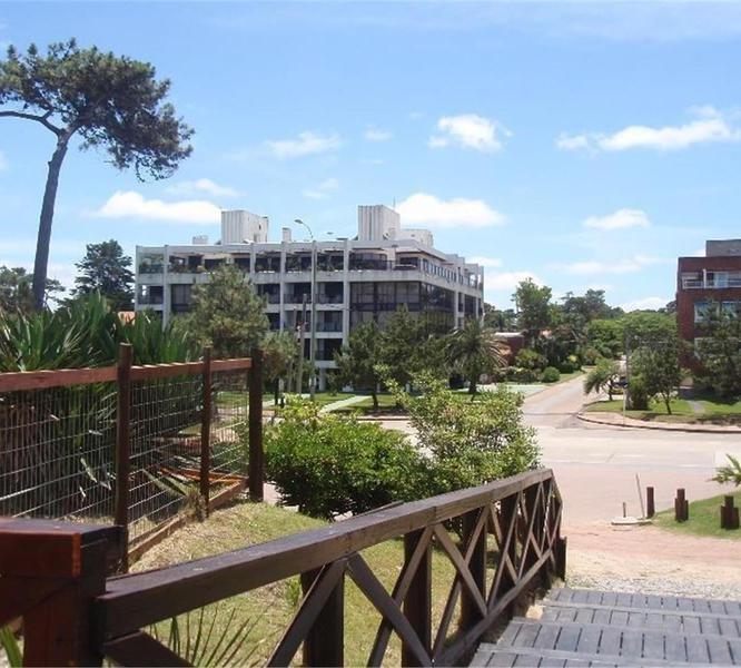 Foto Departamento en Alquiler en  Punta del Este ,  Maldonado  Santiago De Chile Y Rambla Williman  100 2°