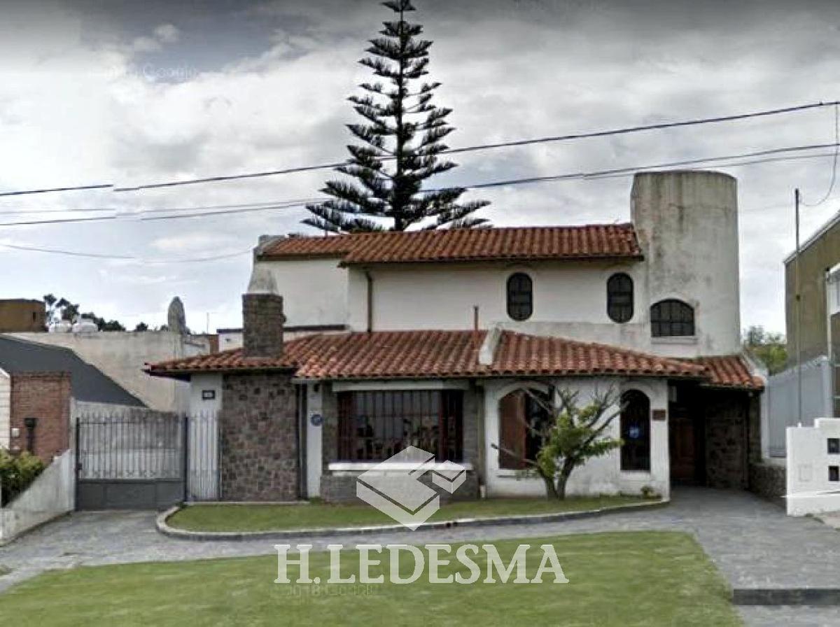 Foto Casa en Venta en  Divino Rostro,  Mar Del Plata  AV PASO 1900