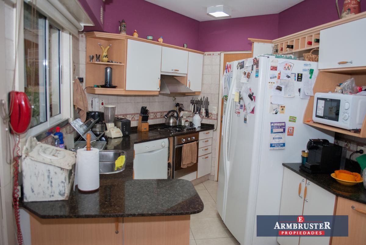 Foto Departamento en Venta en  Adrogue,  Almirante Brown  Diagonal Brown 1298