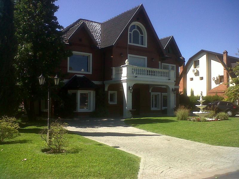 Foto Casa en Venta en  Saint Thomas,  Countries/B.Cerrado (E. Echeverría)  Venta con renta - Casa en Saint Thomas Sur - Canning