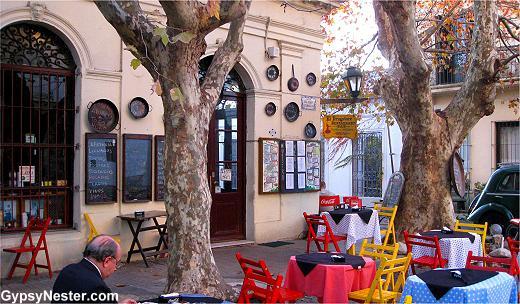 Foto Local en Alquiler en  Colonia del Sacramento ,  Colonia  Interesante local comercial en Barrio Histórico