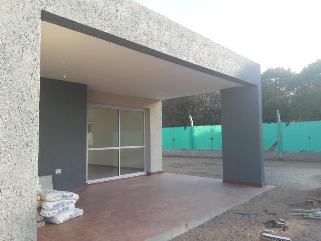 Foto Casa en Venta en  Cordoba Capital ,  Cordoba  Av. Valparaiso al 8500