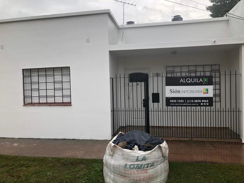 Foto Casa en Alquiler en  Ezeiza ,  G.B.A. Zona Sur  Centenario al 405