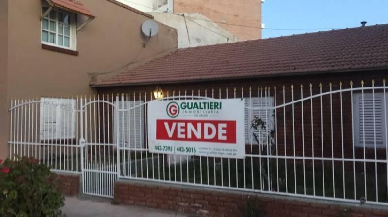 Foto Casa en Venta en  Confluencia ,  Neuquen  Leloir al 700
