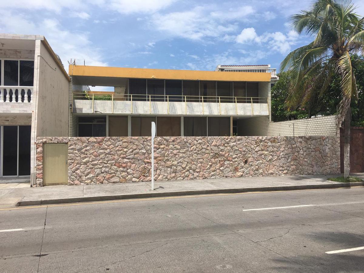 Foto Casa en Renta en  Reforma,  Veracruz  FRACC. REFORMA, Casa en RENTA sobre el Boulevard de 5 recámaras