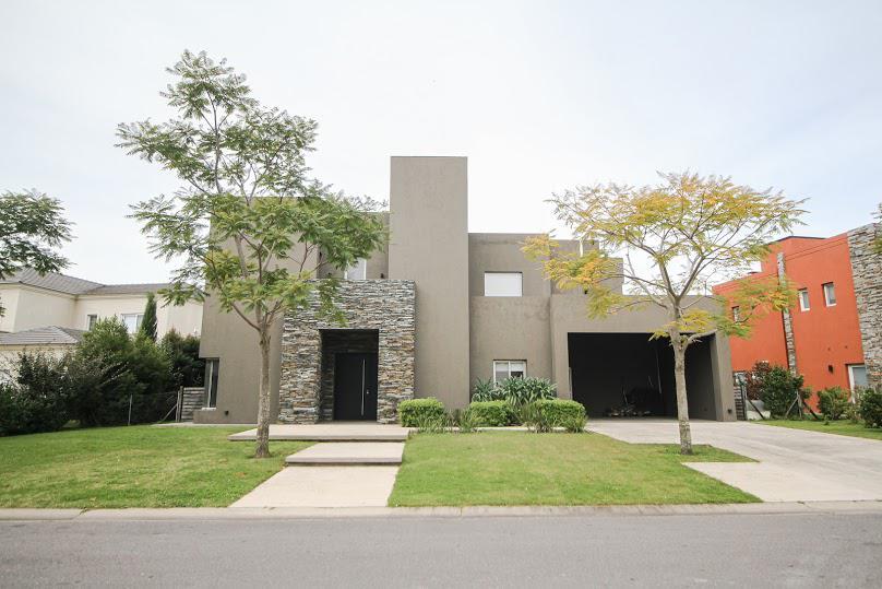 Foto Casa en Venta en  Lagos del Golf,  Nordelta  Excelente propiedad a la laguna en Barrio El Golf. Nordelta. Tigre