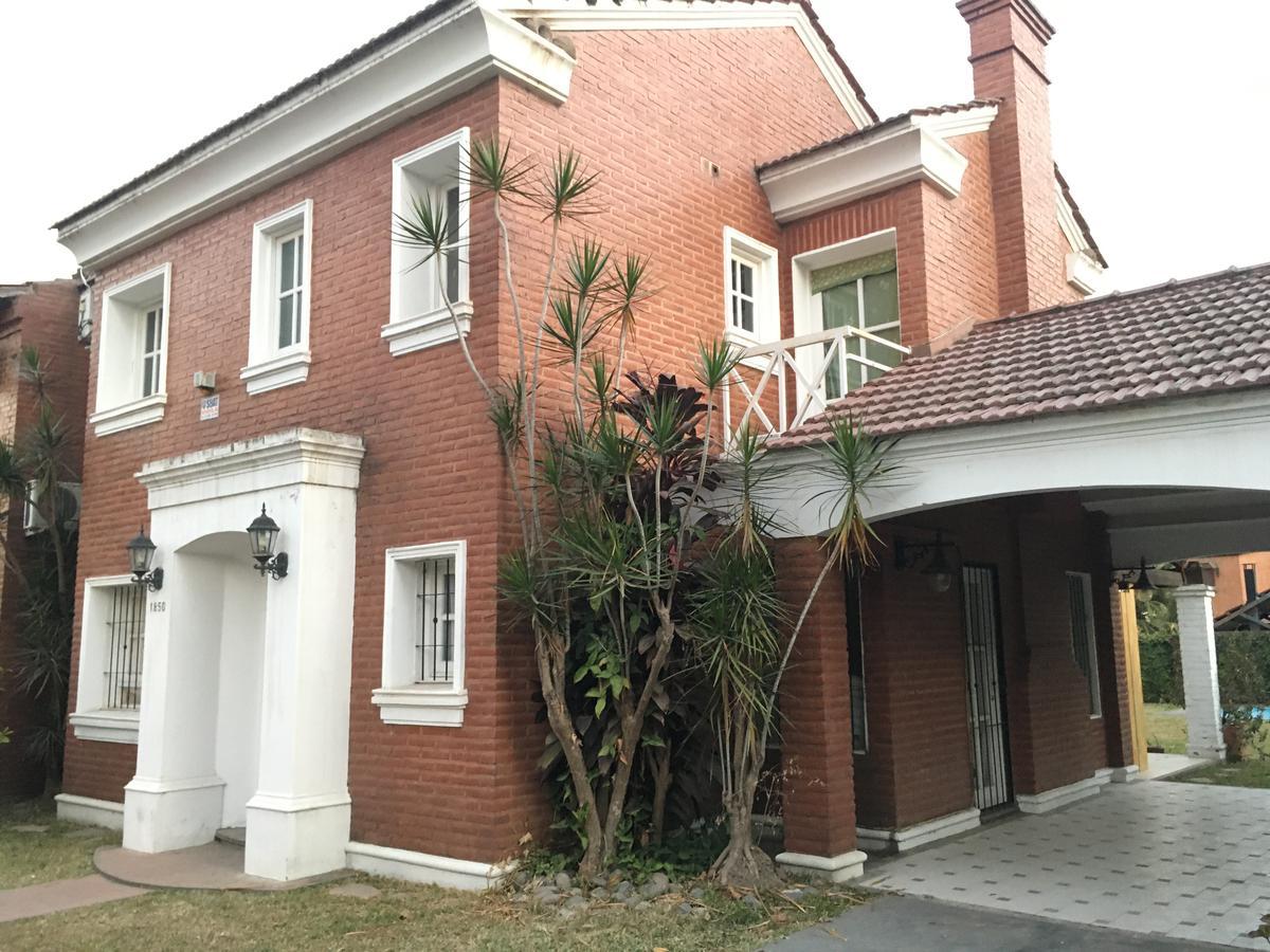 Foto Casa en Venta en  Av. Aconquija,  Yerba Buena  los ceibos al 1800