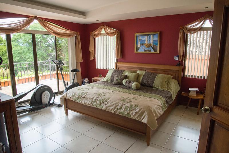 Foto Casa en Venta en  Heredia,  Heredia  Casa en Bosque de Doña Rosa Cariari