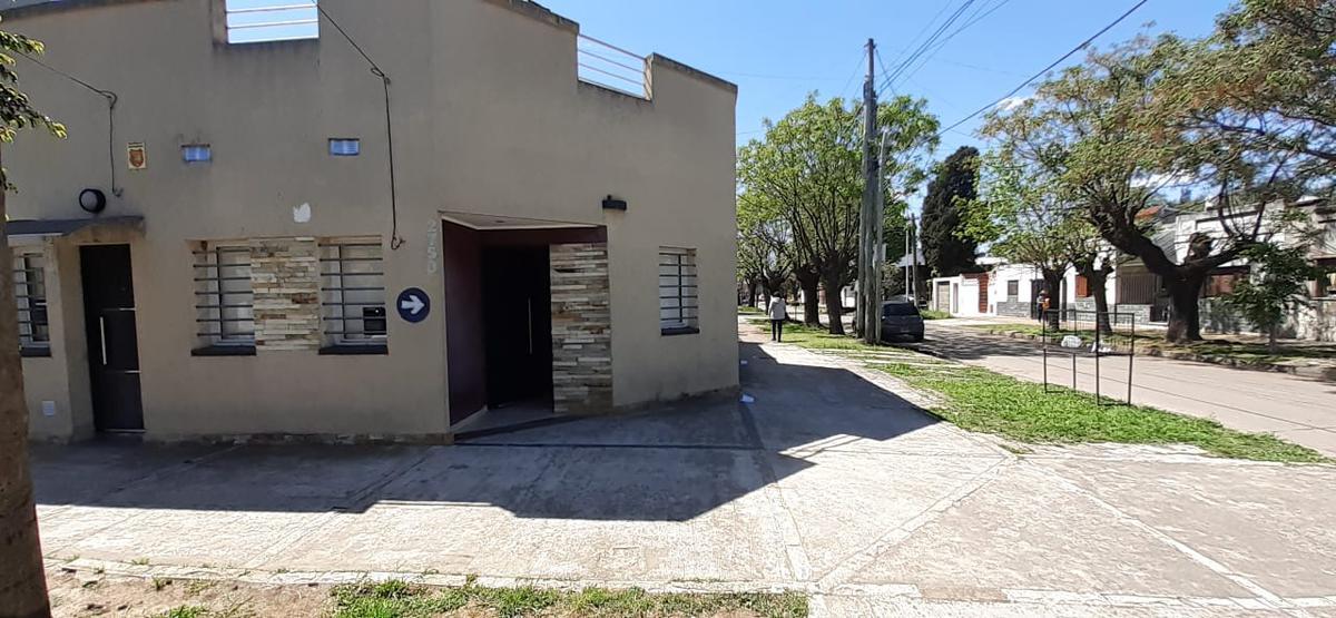 Foto Departamento en Alquiler en  Remedios De Escalada,  Lanús  ROMA 2750