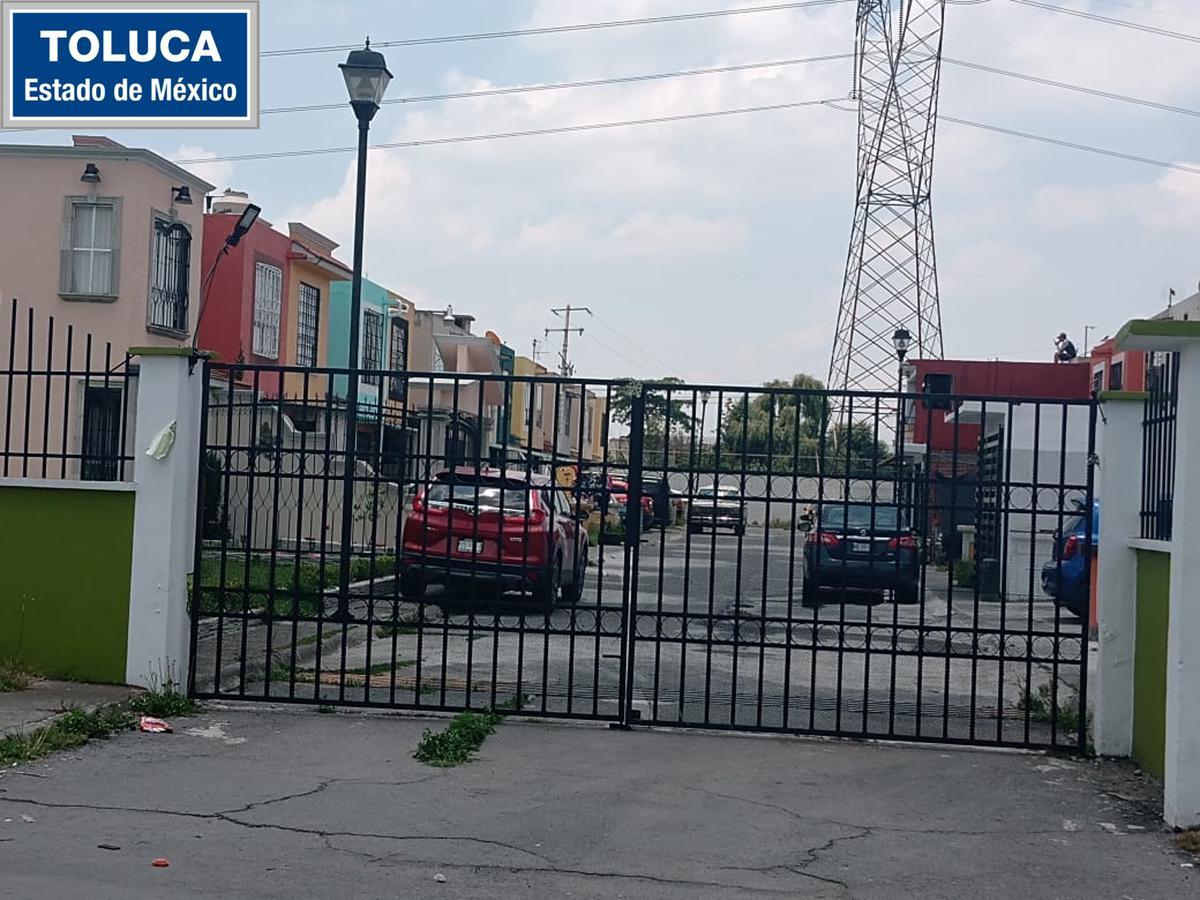 Foto Casa en condominio en Venta en  Toluca ,  Edo. de México  Fraccionamiento Rinconada del Valle, Toluca, Estado de México