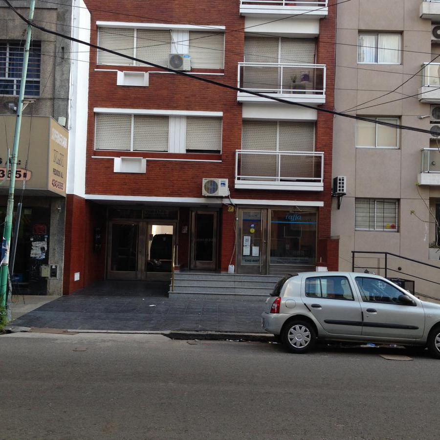 Foto Departamento en Alquiler en  Lomas de Zamora Oeste,  Lomas De Zamora  Saenz al 100