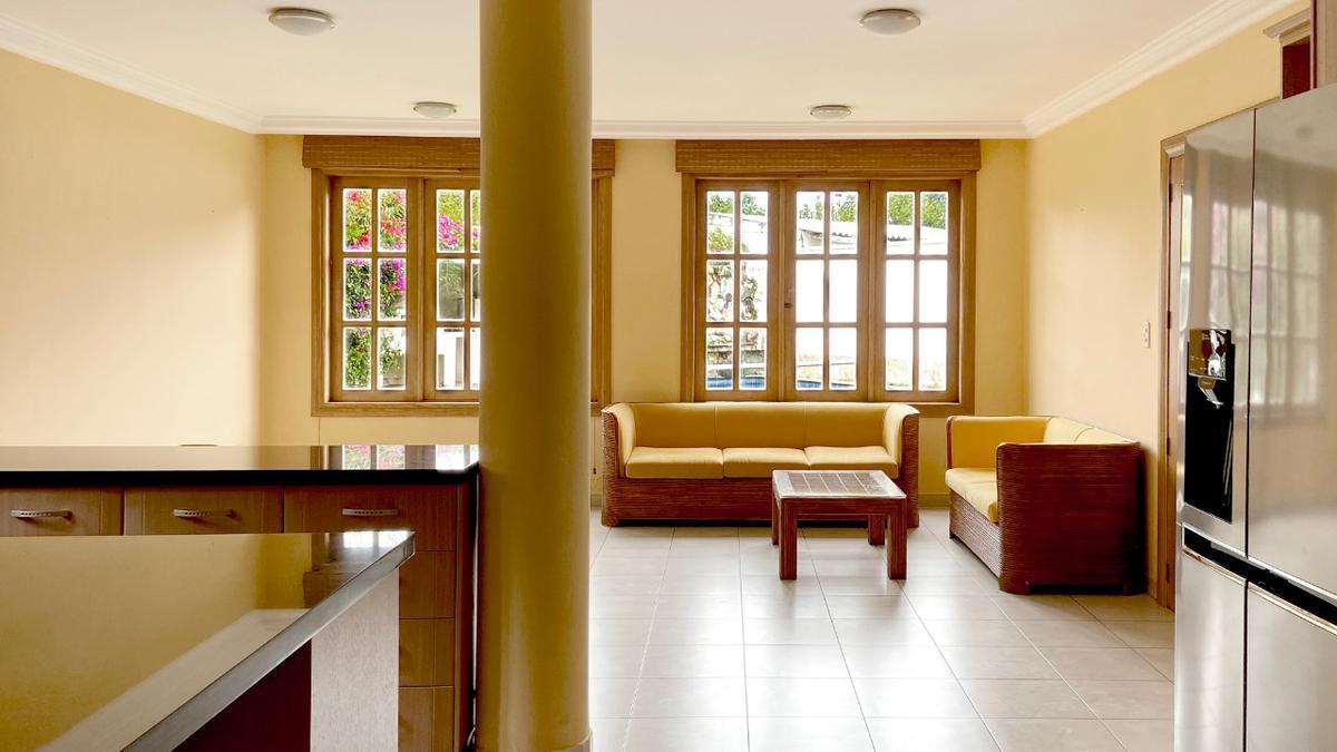 Foto Casa en Alquiler en  Cumbayá,  Quito  Urbanización Jardines del Este
