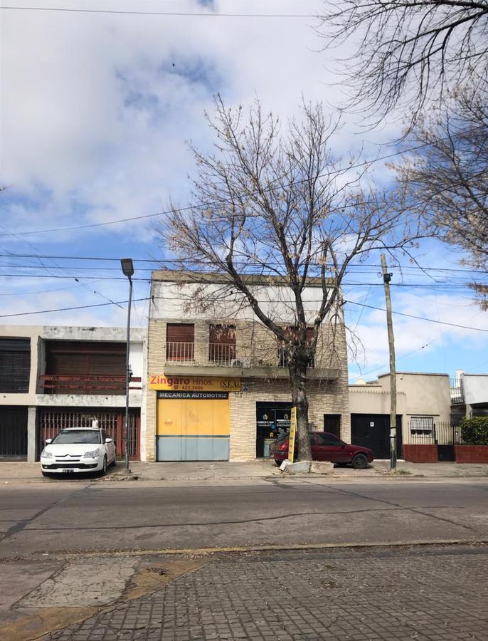 Foto Galpón en Venta en  Barrio Norte,  La Plata  33 e 9 y 10