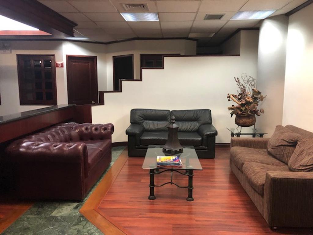 Foto Departamento en Venta en  Norte de Quito,  Quito   Vendo  El Bosque, amplia oficina,  520 m2
