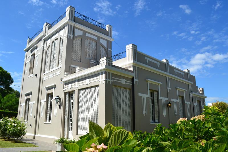 Foto Casa en Venta en  Alta gracia ,  Cordoba  Casona en venta en Alta Gracia, a metros del golf de la ciudad. 4 dormitorios.