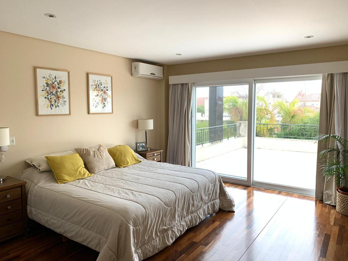 Foto Casa en Venta | Alquiler en  Los Castores,  Nordelta  av.los lagos al 100