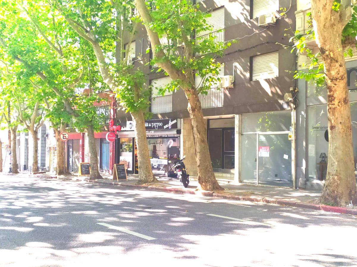 Foto Local en Alquiler en  Cordón ,  Montevideo  Constituyente al 2000
