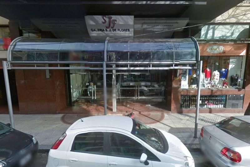 Foto Local en Venta en  Flores ,  Capital Federal  Membrillar 51