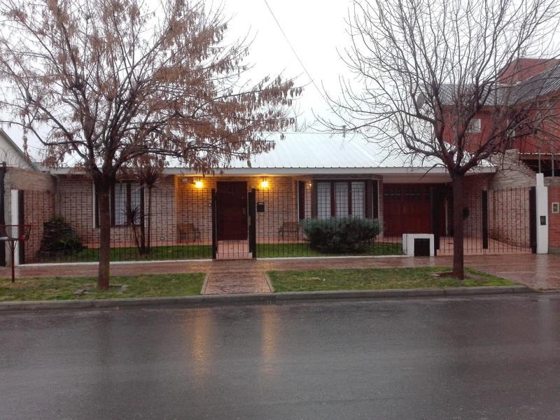 Foto Casa en Venta |  en  Huilliches,  Capital  PILAR al 3400