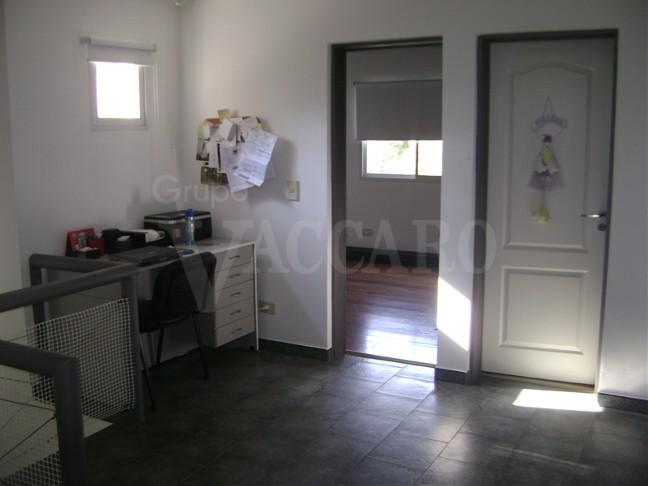 Foto Casa en Venta en ATAHUALPA entre CORTEJARENA, JOSE A. y , Moreno | Countries/B.Cerrado | Haras Maria Elena