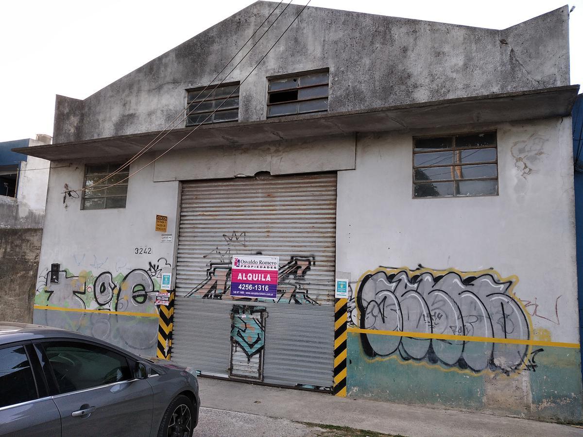 Foto Local en Alquiler en  Berazategui,  Berazategui  Av. 21 N° 3272 entre 132 y 133