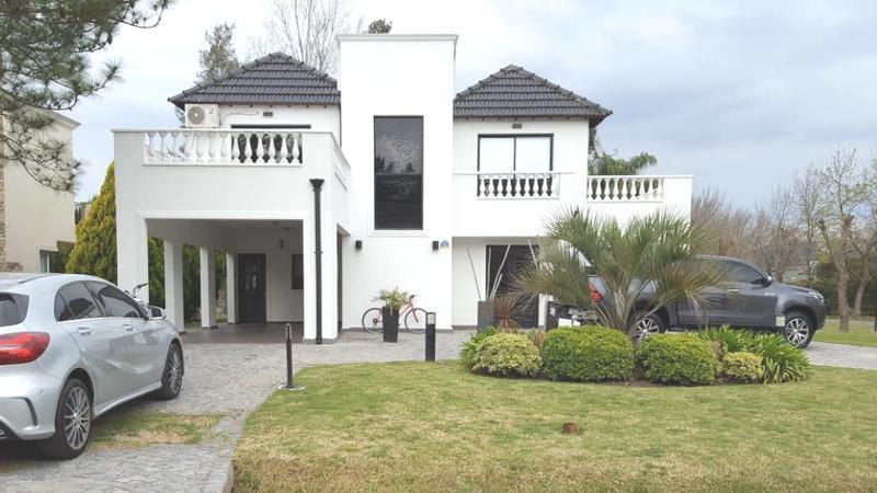Foto Casa en Venta en  El Lauquen,  Countries/B.Cerrado (E. Echeverría)  Venta - Casa amoblada en El Lauquen. Acepta permuta en CABA menor valor.