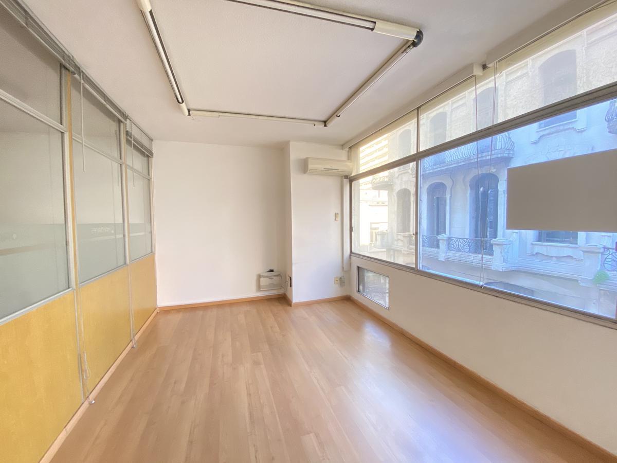 Foto Oficina en Alquiler en  Ciudad Vieja ,  Montevideo  25 de Mayo al 500