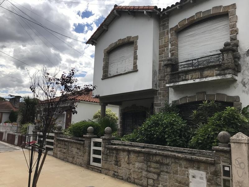 Foto Casa en Venta en  Lomas de Zamora Oeste,  Lomas De Zamora  L. N. ALEM 645