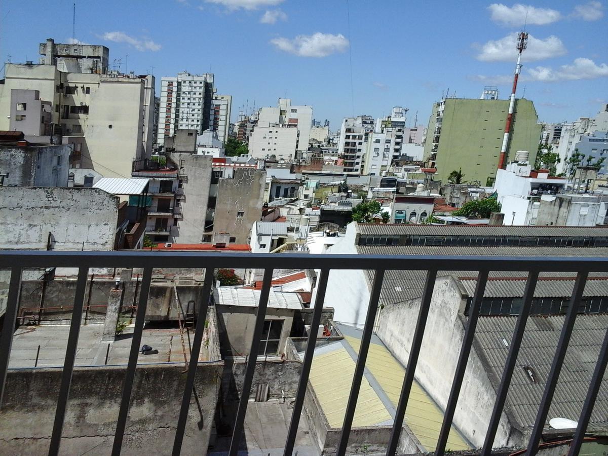 Foto Departamento en Venta |  en  Balvanera ,  Capital Federal  Todo luz y sol, amplio 2 ambientes con balcón . a metros del Subte