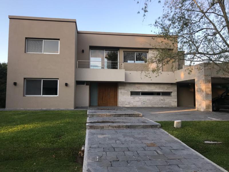 Foto Casa en Venta en  El Ombu,  Countries/B.Cerrado  Hermosa casa en el barrio El Ombú