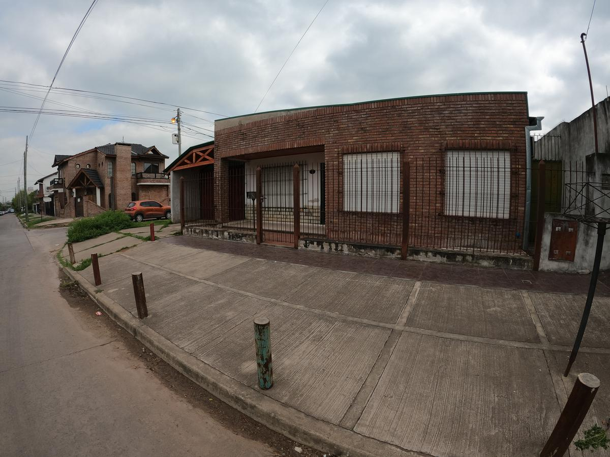 Foto Casa en Venta en  Esc.-Centro,  Belen De Escobar  Gral. Paz 806 esquina Lauría